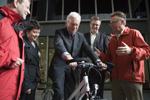 Voorzitter Europees Parlement krijgt fiets
