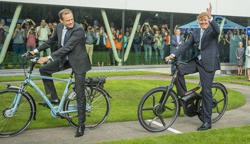 Rijke elite in Amsterdam fietst vaker dan laagopgeleiden