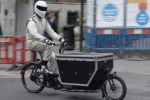 VIDEO: elektrische bakfiets racet tegen bestelbus