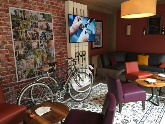 Pbm morzine urban bike cafe gazelle 560x420