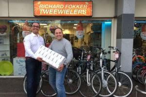 AXA deelt prijs uit van prijsvraag op Kruitbosch show