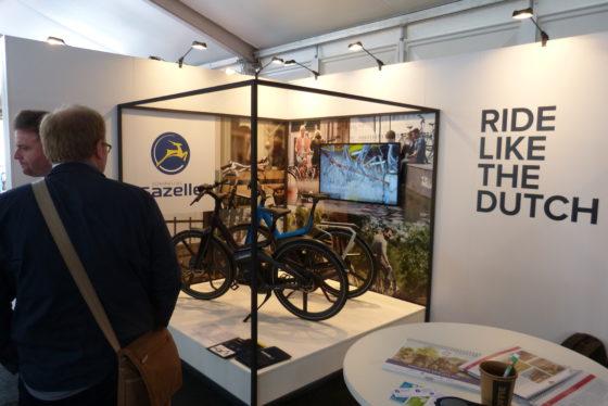 In de paviljoens rondom de Vereeniging in Nijmegen lieten zo'n 300 merken hun producten zien. Foto redactie Tweewieler