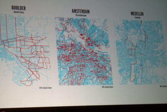Professor Kevin Krizek liet het verschil in fietspaden zien tussen Boulder (USA), Amsterdam en Medellin (Colombia). Foto redactie Tweewieler