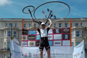 Fietsenmaker Arie Liefhebber Europees kampioen hoge bi