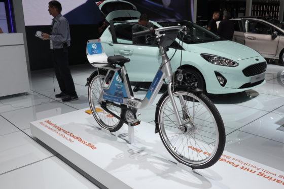 Fiets is onderdeel van het FordPass systeem, waarbij je via een smartphone app een deelauto en nu dus ook een fiets kunt reserveren. Foto's RvG