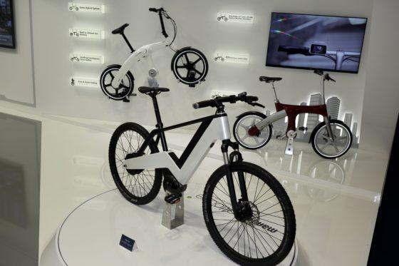 Automobielindustrietoeleverancier Mando presenteerde zich op de IAA grootscheeps met alternatieve mobiliteitsoplossingen. Foto's RvG