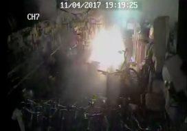 Fietsaccu ontbrandt spontaan bij Auke Tweewielers