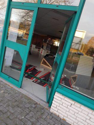 Bij fietsspecialist Bakker Racing Products in Nederweert zijn 50 kostbare racefietsen en mountainbikes gestolen. Foto's Bakker Racing Products