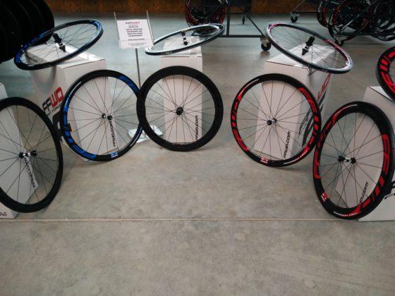 Customized kleurstellingen bij FFWD wielen. Foto redactie Tweewieler