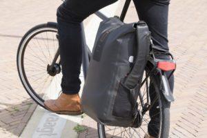 De nieuwe Varo Backpack van New Looxs is gemaakt van 420D polyester en is 100% waterproof.