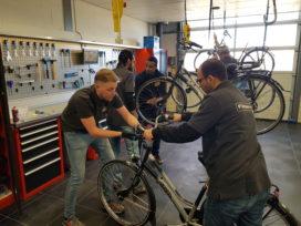 Fietsenwerkplaats Texel leidt nieuwe fietstechnici op