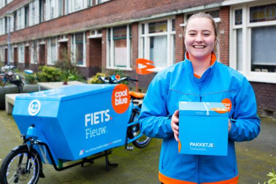 Coolblue levert pakketjes per (bak)fiets. Foto Coolblue