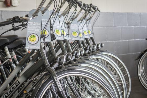 Klaargemaakte fietsen krijgen een speciaal 'Social Bike Texel'-label.